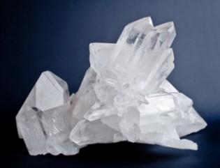 Quarz in Form eines Bergkristalls